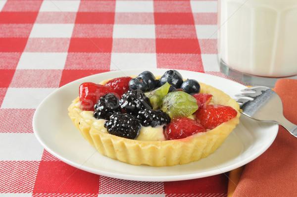 Frutta crostata tavolo da picnic vetro latte Foto d'archivio © MSPhotographic