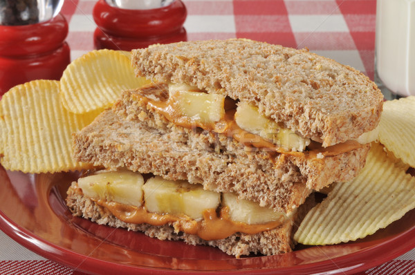 Beurre d'arachide banane sandwich pain de blé entier alimentaire Photo stock © MSPhotographic