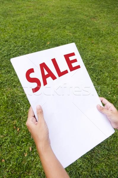 Satış tanıtım kadın okuma sayfa haber Stok fotoğraf © mtkang
