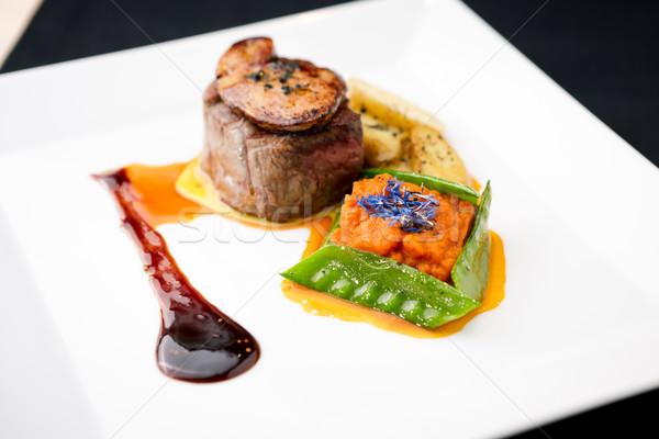 Carne de vacuno filete papa frescos ensalada restaurante Foto stock © mtoome