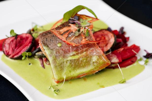 Wędzony pstrąg warzyw tablicy żywności restauracji Zdjęcia stock © mtoome