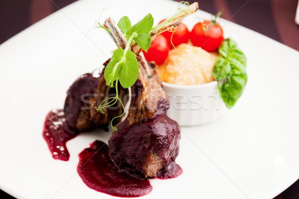 A la parrilla cordero servido salsa tomates Foto stock © mtoome