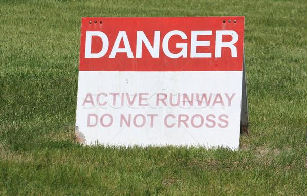 опасность активный ВПП знак трава Сток-фото © mybaitshop