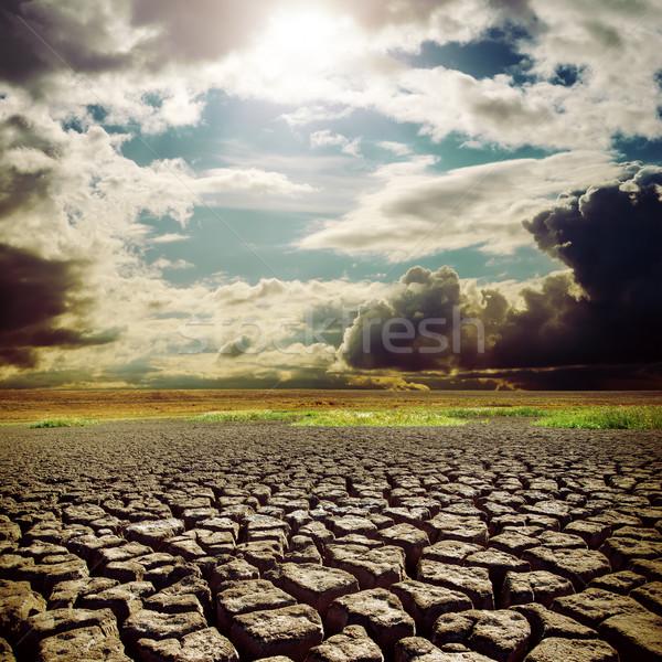 Quente sol seca terra rachaduras céu Foto stock © mycola