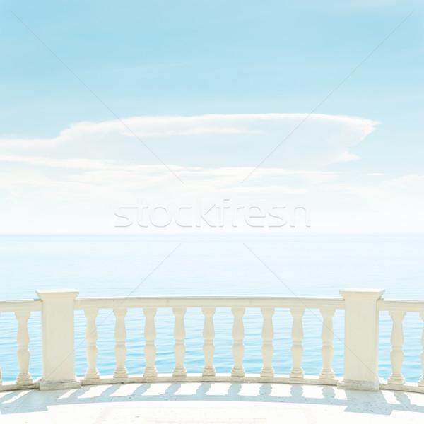 Foto stock: Varanda · mar · luz · nuvens · blue · sky · praia