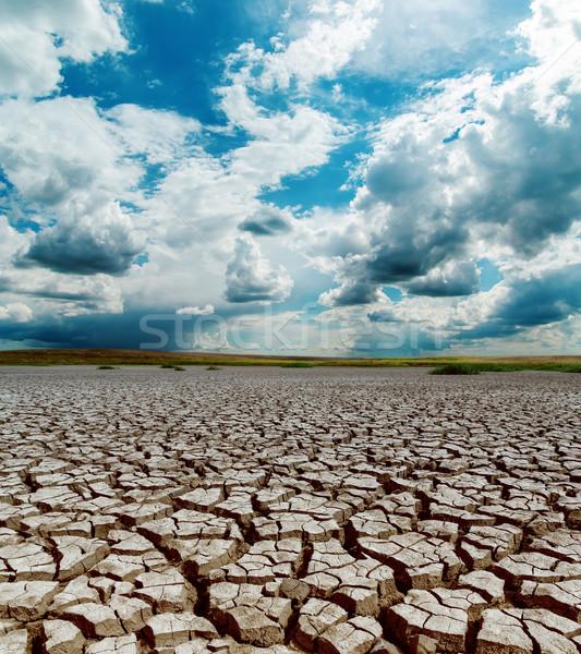Opwarming van de aarde dramatisch hemel gebarsten aarde zon Stockfoto © mycola