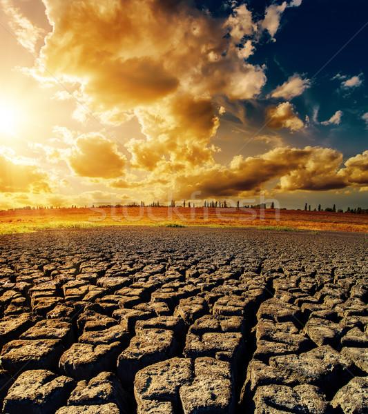Dramatisch zonsondergang droogte aarde licht oranje Stockfoto © mycola