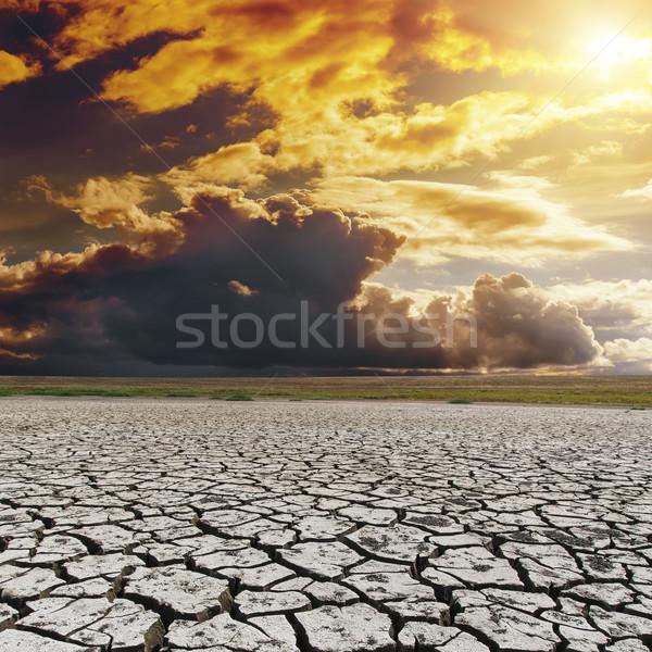 Laranja escuro pôr do sol seca terra aquecimento global Foto stock © mycola