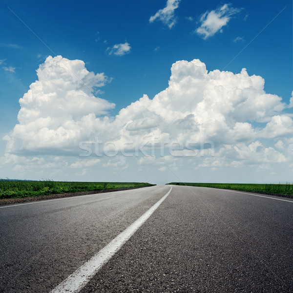 Nori Blue Sky asfalt rutier natură albastru Imagine de stoc © mycola