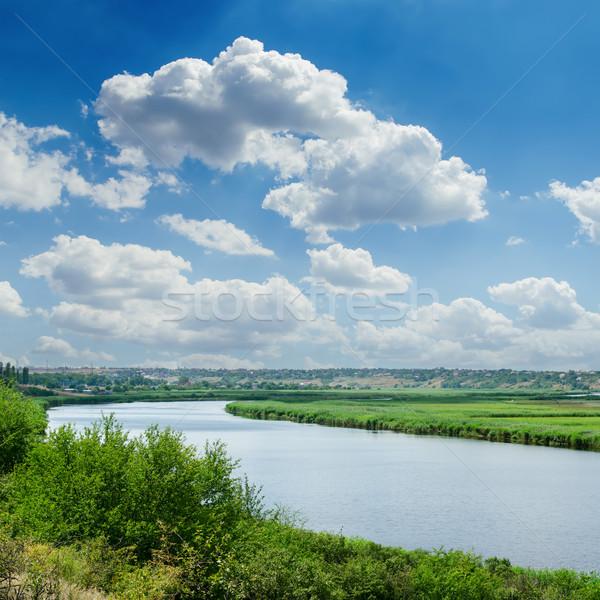 风景河流云彩村庄