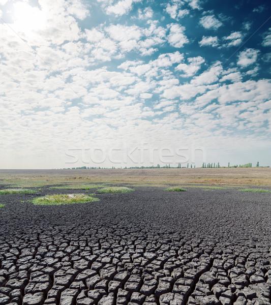 Seca terra quente sol nuvens textura Foto stock © mycola