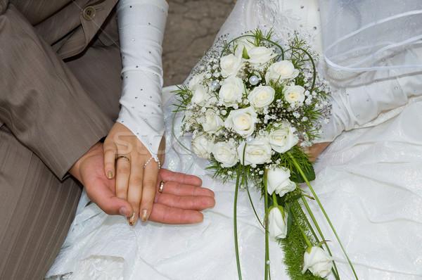 Iki eller halkalar düğün sevmek Stok fotoğraf © mycola