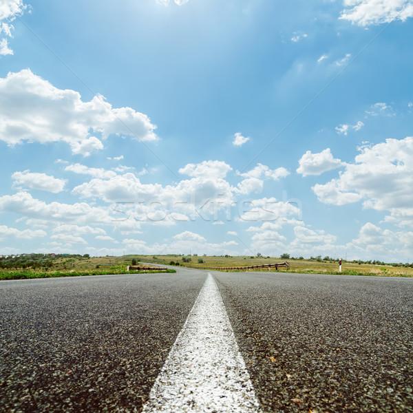 Blanche ligne asphalte route ciel soleil Photo stock © mycola