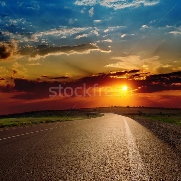 Kırmızı dramatik gün batımı asfalt yol güneş Stok fotoğraf © mycola
