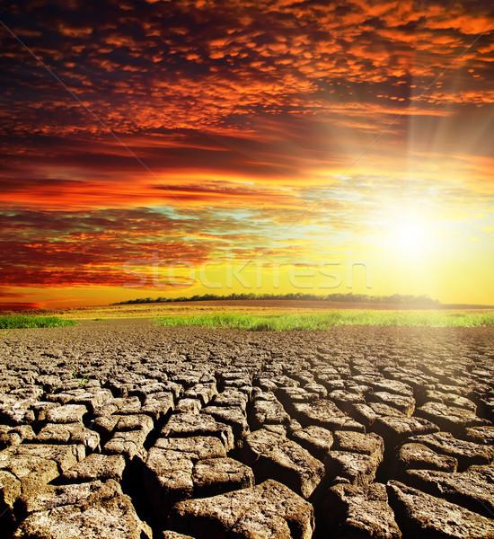 Seca terra vermelho nuvens pôr do sol sol Foto stock © mycola