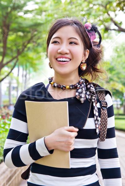 Asya kadın yürüyüş park kitap yüz Stok fotoğraf © myimagine