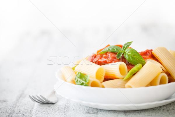 Macarrão molho de tomate manjericão comida italiana cozinha mediterrânea folha Foto stock © mythja