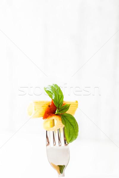 Macarrão molho de tomate manjericão garfo comida italiana cozinha mediterrânea Foto stock © mythja