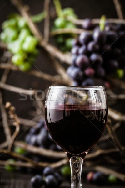 Fresco uvas vinho tinto madeira outono fruto Foto stock © mythja