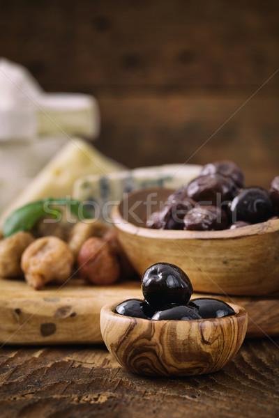 Aceitunas negras hierbas queso madera alimentos naturaleza Foto stock © mythja
