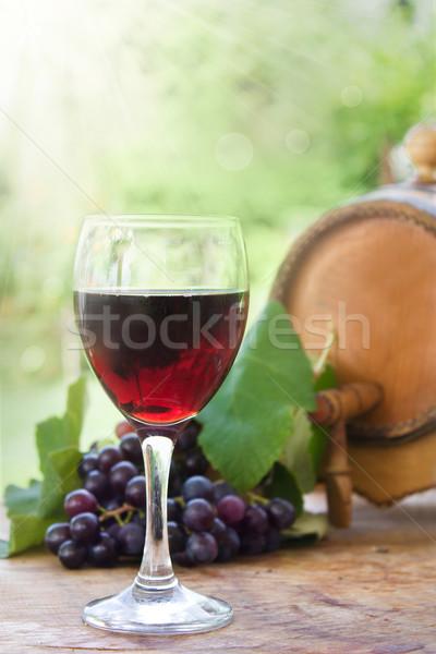 üveg piros bor friss szőlő hordó Stock fotó © mythja