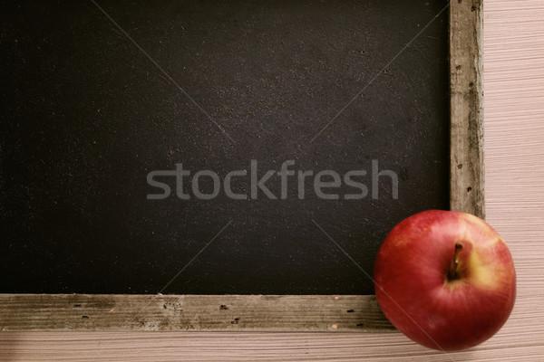 Stok fotoğraf: Okula · geri · elma · kara · tahta · bo · ahşap · kitaplar