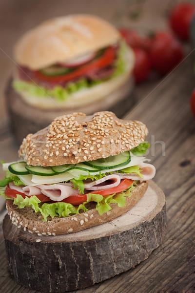 Delicioso sanduíche presunto queijo salame legumes Foto stock © mythja