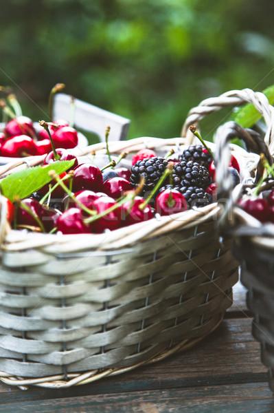 Taze orman meyve ahşap organik kırmızı Stok fotoğraf © mythja