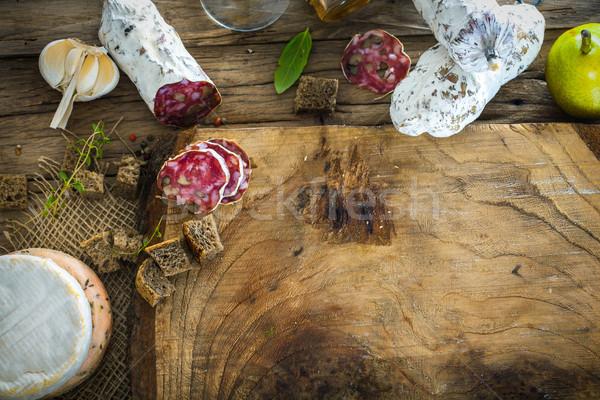 Queijo salame variedade frio madeira salsichas Foto stock © mythja