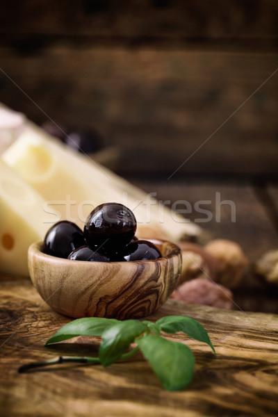 Azeitonas pretas ervas queijo madeira fruto fundo Foto stock © mythja