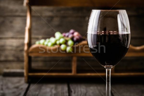 Foto stock: Vinho · tinto · uvas · fresco · madeira · outono · fruto