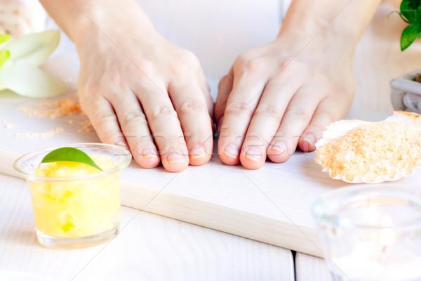 Fürdő manikűr szépségipari termékek női kezek nő Stock fotó © mythja