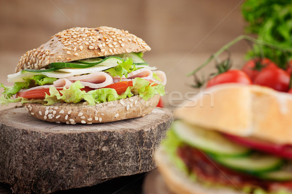 Delicioso sándwich jamón queso salami hortalizas Foto stock © mythja