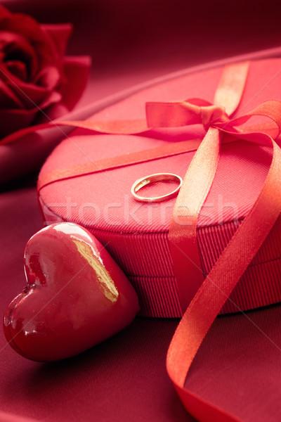 Bague de fiançailles présents saint valentin rouge arc luxe Photo stock © mythja