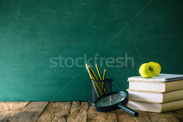 Vissza az iskolába tanszerek ceruzák alma iskola felszerlés Stock fotó © mythja