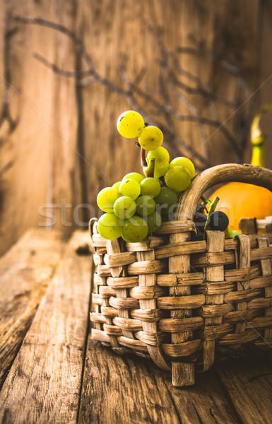 Frischen Trauben Holz Herbst Obst Wein Stock foto © mythja