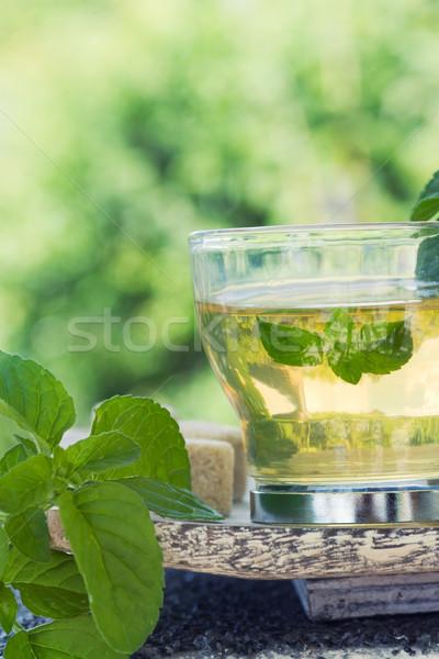 Foto d'archivio: Menta · tè · fresche · foglie · zollette · di · zucchero · alimentare