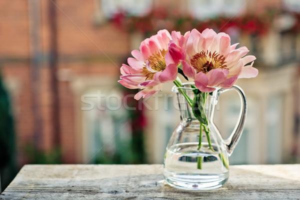 Tulipánok üveg konzerv ablak rózsa rózsaszín Stock fotó © nailiaschwarz