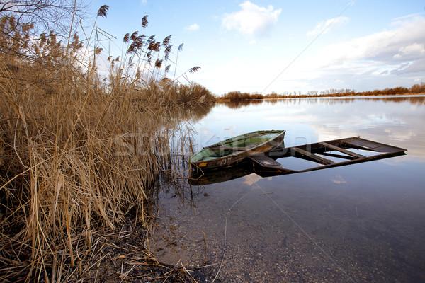 Elhagyatott tó öreg fából készült egy nyugalmas Stock fotó © nailiaschwarz