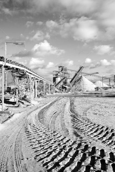 Nyitva bányászat homok sóder növény kő Stock fotó © nailiaschwarz