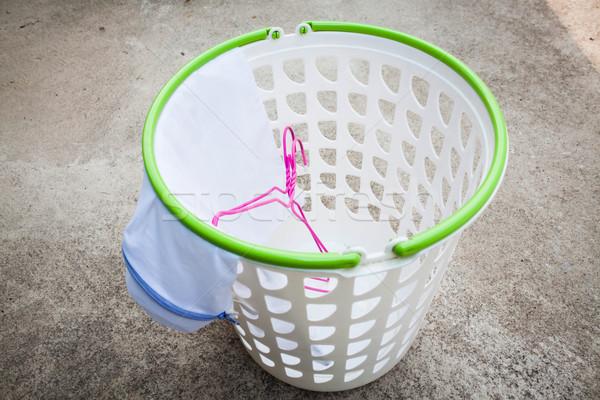 Vuota bianco plastica cestino di lavanderia piano casa Foto d'archivio © nalinratphi