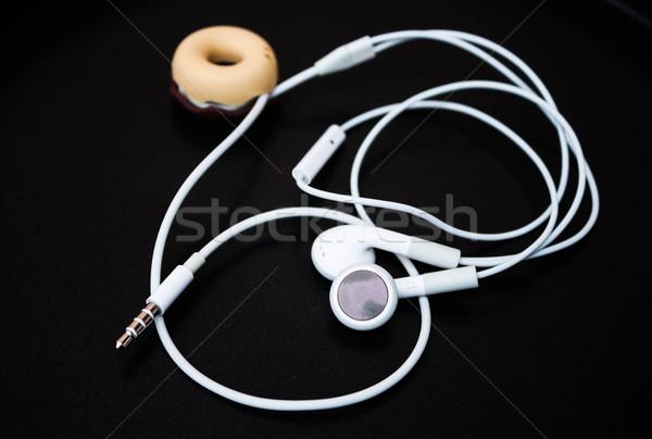 Branco ouvido linha armazenar isolado escuro Foto stock © nalinratphi