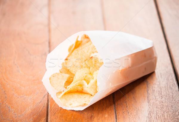 Chips papier pack houten tafel tabel zak Stockfoto © nalinratphi