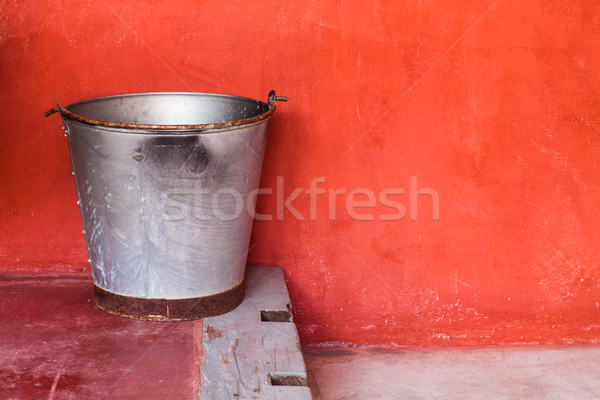 Mały aluminium zbiornika krok czerwony grunge Zdjęcia stock © nalinratphi