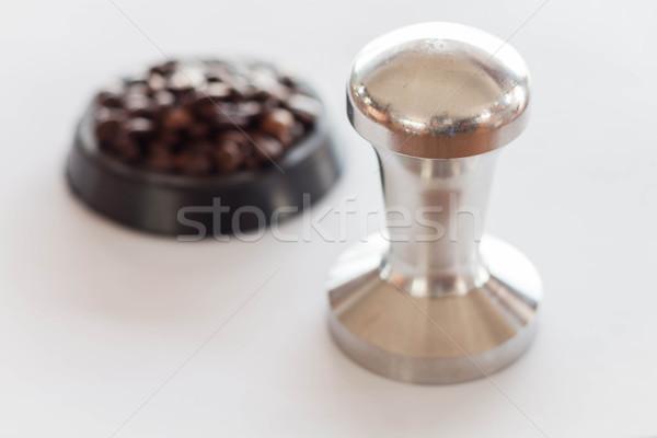 Café meio grão de café fundo tabela Foto stock © nalinratphi