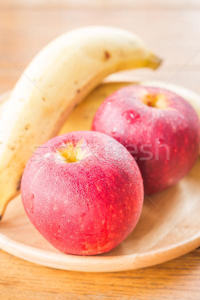 Proaspăt roşu gala mere banană stoc Imagine de stoc © nalinratphi