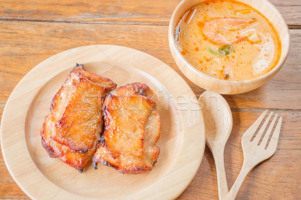 Pollo bistecca piccante zuppa tavolo in legno stock Foto d'archivio © nalinratphi