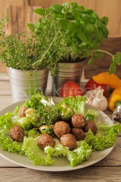 Gehaktballetjes kool sla basilicum houten voedsel Stockfoto © Naltik