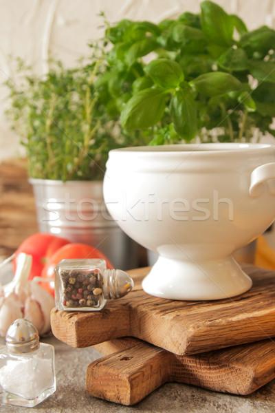 Tomatensoep basilicum witte plaat marmer achtergrond Stockfoto © Naltik