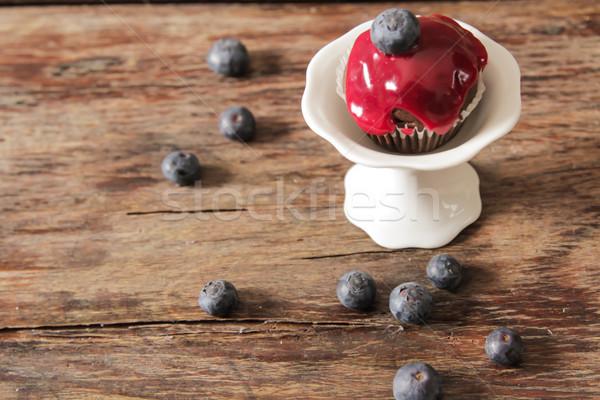 Muffins fraises bleuets déjeuner bois café Photo stock © Naltik